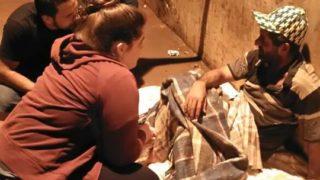 Voluntários levam comida e esperança a moradores de rua