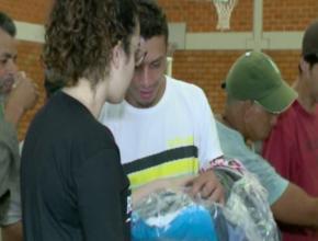 Moradores em situação de rua recebem atendimentos na Escola Adventista de Blumenau