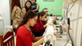 Curso gratuito de corte e costura promove aprendizado e solidariedade