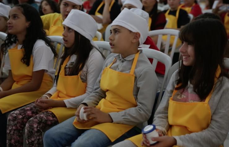 Crianças participam de acampamento saudável