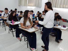 Alunos escrevem cartas para presidiários – Rede Massa (SBT Paraná)