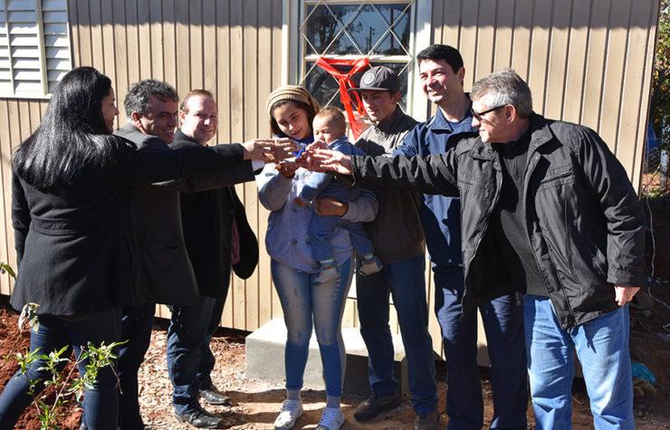 Família de Soledade recebe casa reconstruída por adventistas e parceiros