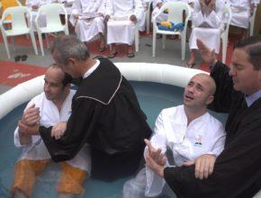 Adventistas levam 55 detentos ao batismo em Itajaí