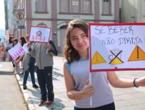 Colégio adventista desenvolve ações no Dia Nacional do Trânsito