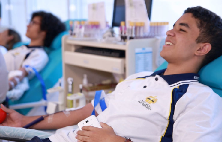 Alunos doam sangue