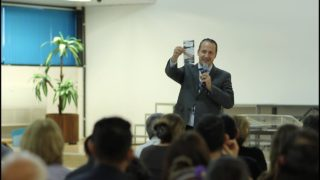 """Treinamento de marcação da bíblia ensina """"Amigos de Fé"""" a dar estudos bíblicos"""