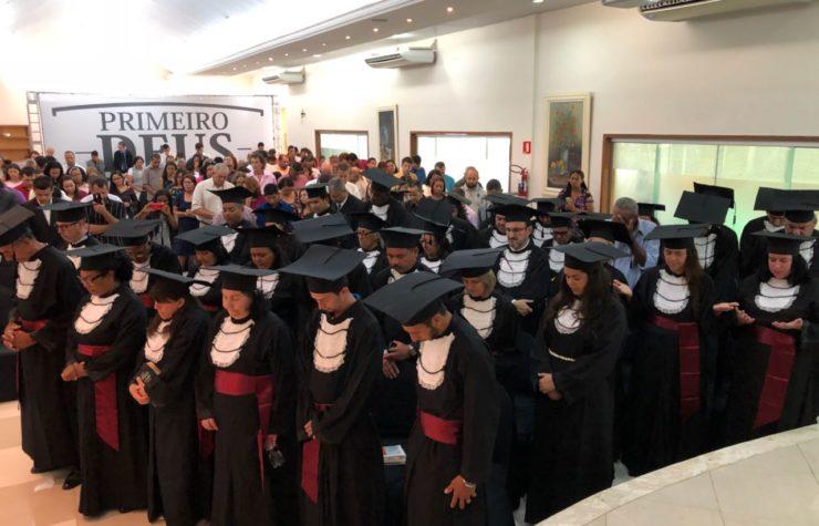Escola de Evangelistas promove formatura