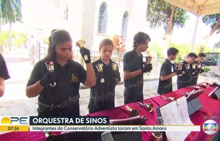 Conservatório de música realiza apresentações em cemitério no dia de finados.