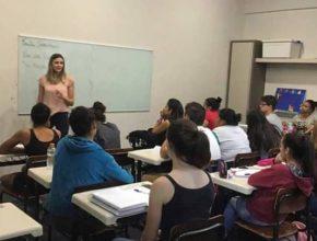 Voluntários realizam curso pré-vestibular gratuito