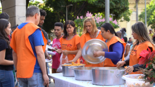 Na Mídia | Globo: Adventistas montam ceia de Natal para pessoas em situação de rua