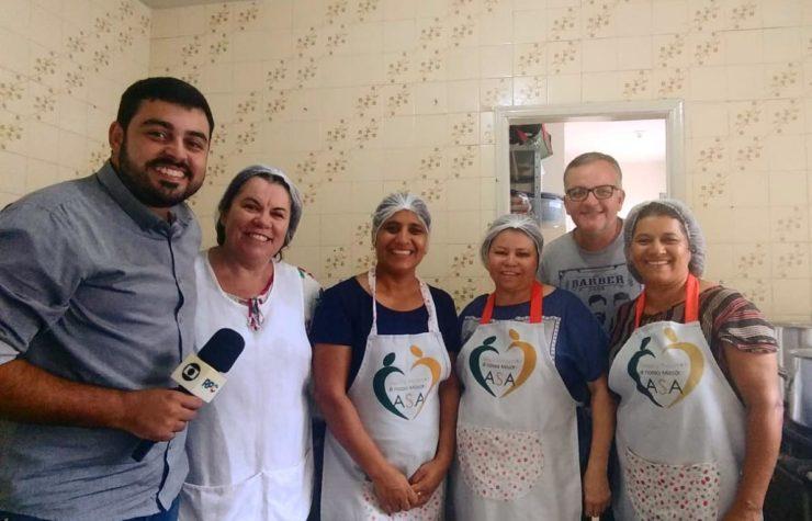 Voluntários doam marmitas e transformam vidas (Globo PR)