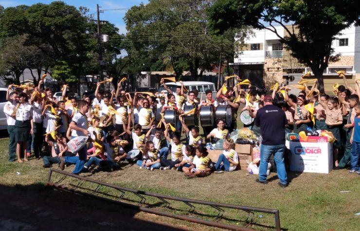 Desbravadores de Maringá arrecadam roupas em parceria com a Rede Massa