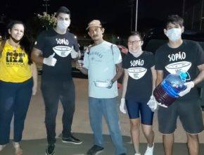 Voluntários entregam marmitas durante isolamento (Globo/Record/Band)