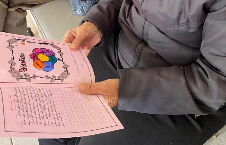 RIC Record: Alunos de Maringá escrevem cartinhas para homenagear idosas no Dia das Mães