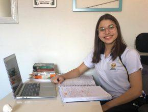 RIC TV (Record)   Estudante é aprovada em 13 universidades pelo mundo